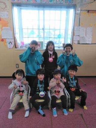深谷市立南中学校(メダルを掛けた子どもたち)